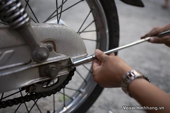 Những mẹo sửa xe máy mà đàn ông nên biết - 5