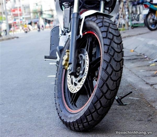 Rãnh gai trên vỏ lốp xe máy có tác dụng gì - 1