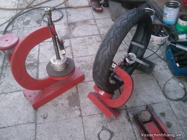 Nơi vá vỏ không ruột xe máy xe tay ga uy tín chất lượng tại tphcm - 1