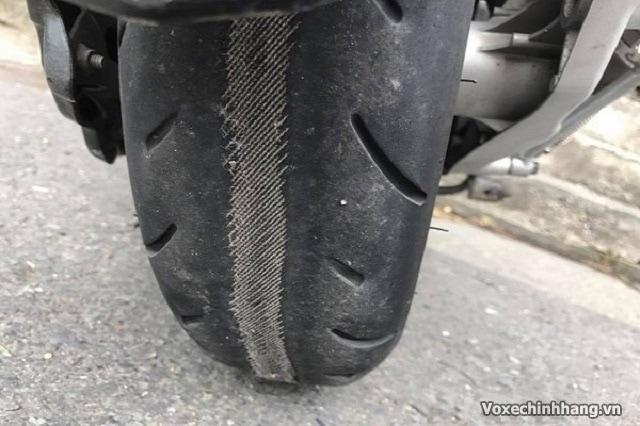 Bảo dưỡng xe máy cuối năm đón tết cần quan tâm lốp xe - 3