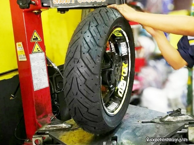 Vỏ xe pirelli 12070-14 angel scooter - 1