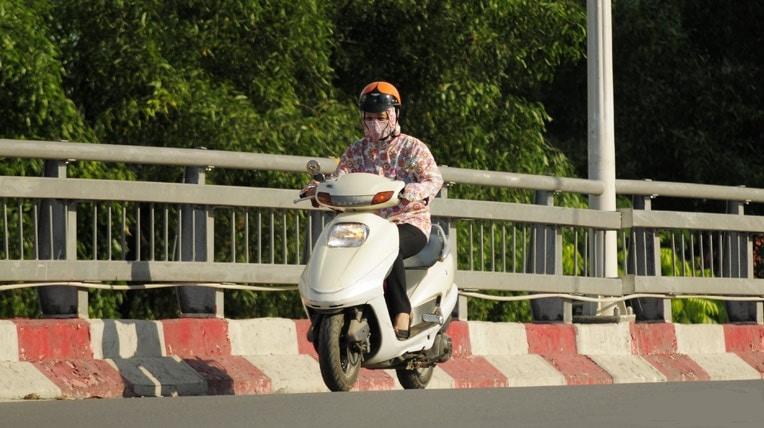 Vì sao vỏ xe máy dễ bị nổ khi đi dưới trời nắng nóng?