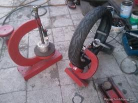 Nơi vá vỏ không ruột xe máy, xe tay ga uy tín chất lượng tại TPHCM